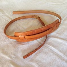 Vintage style leather guitar strap