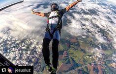 """""""@jesusluz mandando cada vez melhor! Orgulho dos nossos alunos! ・・・ Praticando o desapego, nesse caso do avião!  #jump #Freeyourself #life…"""""""