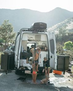 Ideas and inspiration for building a DIY mercedes sprinter van conversion. ideas, camper conversion advice and tips to build a van for adventure. Van Conversion For Family, Van Conversion Build, Van Conversion Layout, Sprinter Van Conversion, Camper Van Conversion Diy, Vw Bus, Vw Touran, Camper Interior Design, Campervan Interior