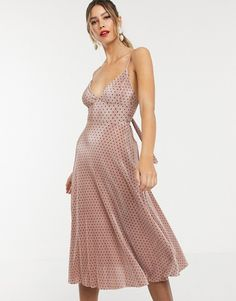 Browse online for the newest ASOS DESIGN spot plisse cupped strappy midi dress with bow back styles. Shop easier with ASOS' multiple payments and return options (Ts&Cs apply). High Street Fashion, Street Style, Asos, What To Wear To A Wedding, Robes Midi, Bow Back, Pleated Fabric, Going Out Dresses, Latest Dress