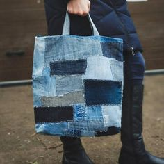 Patchwork jeans bag in Japan style . Recycled blue denim tote Patchwork jeans bag in Japan style Denim Handbags, Denim Tote Bags, Patchwork Jeans, Denim Hat, Blue Denim, Jeans Denim, Amo Jeans, Embroidery Purse, Recycling