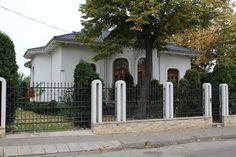 Casa Calinescu Garage Doors, Outdoor Decor, Home Decor, Houses, Homemade Home Decor, Decoration Home, Interior Decorating