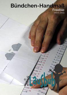 Mit dem Bündchen-Handmaß von Mein Lausbub - Schnittmuster für Jungs kannst du ganz einfach ausmessen, wie lang dein Bündchenzuschnitt sein soll, damit alles passt. Eine tolle Nähhilfe! Basic Shirts, Tricks, Playing Cards, Paper, Interesting Facts, Sewing Patterns, Guys, Tutorials, Amazing