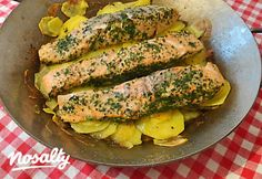 Lazacfilé sült burgonyával   Nosalty Avocado Toast, Zucchini, Vegetables, Breakfast, Food, Morning Coffee, Essen, Vegetable Recipes, Meals