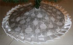 """Christmas Tabletop Tree Skirt ~ 24"""" White Ornaments on Gray ~ Custom Made • CAD 33.42 - PicClick CA"""