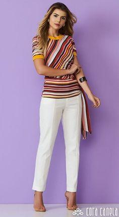 Moda anti-idade: blusa de listras diagonais Office Outfits, Stylish Outfits, Fashion Outfits, Womens Fashion, Moda Zara, Velvet Dress Designs, White Jeans Outfit, Elegant Outfit, Blouse Styles
