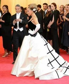 Sarah JP in Oscar d at the Met Ball with Andy Cohen