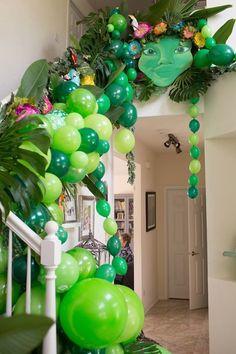 Moana Inspired Birthday Luau Te Fiti Balloon Staircase from a Moana Inspired Birthday Luau on Kara's Moana Birthday Party Theme, Moana Themed Party, Luau Birthday, 3rd Birthday Parties, Birthday Balloons, Moana Theme Cake, Kids Luau Parties, Disney Birthday, Birthday Ideas