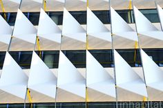PHOTOS: Fin-Like Shading System Cools Siemens' New Über Green Headquarters at Masdar City