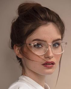 Uploaded by ♡DASSHA♡. Find images and videos about girl, nails and sun on We Heart It - the app to get lost in what you love. Kai, Portraits, Healthy Women, Girls With Glasses, Young Models, Boho Chic, Bohemian Style, Portrait Photography, Photography Women