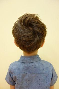 お耳の上からえり足の内側をバリカンで刈上げた ツーブロックスタイル。 少し刈上げが見えるぐらいにトップもかるくしました! -こども専門の美容室「チョッキンズ」- Baby Haircut, August Baby, Hair Arrange, Boy Hairstyles, Baby Kids, Kids Fashion, Hair Cuts, Hair Beauty, Hair Styles