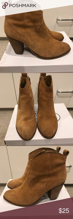 Steve Madden booties 'Darcie' Taupe suede booties. Used condition, still a lot of life left! Steve Madden Shoes Ankle Boots & Booties