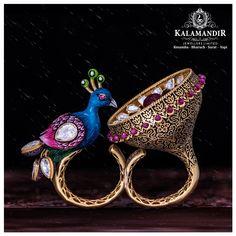 Best Gold, Diamond & Platinum Jewellery Showroom Brands in India Antique Jewellery Designs, Gold Ring Designs, Fancy Jewellery, Gold Rings Jewelry, Gold Earrings Designs, Gold Jewellery Design, Antique Jewelry, Indian Jewelry Sets, Silver Jewellery Indian