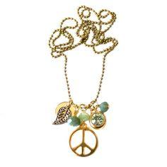 Ketting Shiva K12 van Tresj. Een ware eyecandy is deze goudkleurige ballchain ketting met lichtgroene kralen. Met de nodige blingbling in de vorm van een hanger met swarovksi (kleur: chrysolite). Ook leuk: kies zelf je hanger: een stoere skull, peacesign of 'the tree of life'.