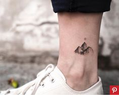 Ankle tattoo: small, delicate and perfect for the summer - tatoo - Minimalist Tattoo Small Tattoos Men, Trendy Tattoos, Popular Tattoos, Cute Tattoos, Beautiful Tattoos, Small Tats, Sexy Tattoos, Simple Mens Tattoos, Female Tattoos