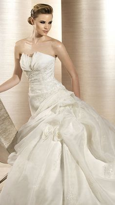 ODEON / Bridal Gowns / 2012 Collection / Avenue Diagonal (close up)