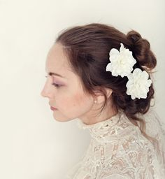 White flower hair clips Bridal bobby pin set Floral por whichgoose