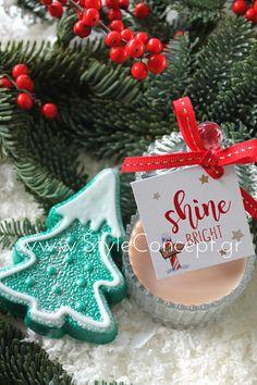 #2019 #xmas #xmasgift #gift #candle #giftset  Σετ με αρωματικό σαπούνι χιονισμένο έλατο & αρωματικό κερί σε γυάλινη vintage μπιζουτιέρα και καρτελάκι Shine Bright Christmas Ornaments, Holiday Decor, Vintage, Christmas Jewelry, Vintage Comics, Christmas Decorations, Christmas Decor