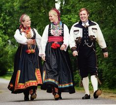 Hello all, today I am returning to Telemark, one of the richest provinces in terms of folk art and costume in Norway. Telemark has. Beautiful Norway, Scandinavian Countries, Norway Travel, Folk Dance, Folk Costume, Ethnic Fashion, Traditional Dresses, Dance Costumes, Museum