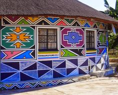 Esther Mahlangu will paint two mural-scale works, which will serve as a gateway to the museum's African Art Gallery. African Hut, Decoration Restaurant, World Crafts, South African Artists, Art Brut, African Design, Museum Of Fine Arts, Artist Painting, Illustrations