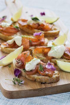 Montadito de Salmon marinado al Gin Tonic by Moncho's