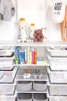 organisation d'aliments - Baby Nursery Organization, Room Organization, Feng Shui Dorm Room, Baby Food Combinations, Baby Nursery Closet, Baby Food Storage, Nursery Themes, Nursery Ideas, Decorating On A Budget