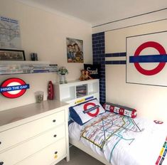 London Underground Tube, British Decor, London Transport Museum, London Life, Small Living Rooms, Photos Of The Week, Boy Room, Transportation, Interior Design