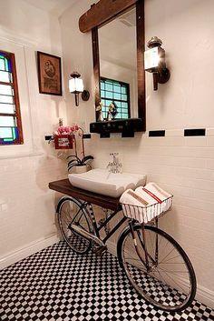 Si estás pensando en reformar tu baño, sigueestos10consejos para renovarlo por poco dinero y sin necesidad de hacer una obra integral. 1. Usa el lavabo para dar personalidad a tu baño: Cómodas antiguas, mesas restauradas, máquinas de coser antiguas o incluso una bicicleta. Con un poco de imaginaciónpuedes hacer que tu baño sea lajoya de la casa. Te dejo algunas ideas de lavabos originales: Si quieres fabricar tu propio lavabo, lo más efectivo es usarlavabosde sobre encimera y adaptar…