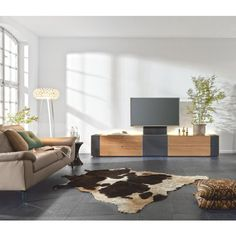 """Das TV-Element """"Q-Media"""" aus dem Hause MUSTERRING bringt Stil und Markenqualität in Ihr Wohnzimmer! Das hochwertige Möbelstück kombiniert furniertes Wildeichenholzmit einem Texilbezug in Dunkelgrau. Die Griffe aus Aluminium setzen sich elegant von der dunklen furnierten Wildeiche ab. Auf einer Breite von ca. 303 cm bietet dieses stilvolle Möbel viel Platz und Stauraum für Ihre persönlichen Dinge und setzt zudem Ihren Fernsehen elegant in Szene."""