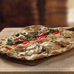 ¡Por supuesto que tenemos nuestra propia #Pizza #Tagliatella! Con #pesto #cebolla #pimiento #champiñones queso #taleggio #bacon y #espinacas  http://www.latagliatella.es/menu/le-pizze-pizzas/