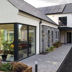 SummerIsland House, Co. Armagh Certified Passive House - A rated for energy efficiency Modern Bungalow Exterior, Bungalow House Design, Modern Farmhouse Exterior, Bungalow Renovation, Farmhouse Renovation, House Designs Ireland, Building Design, Building A House, Dormer House