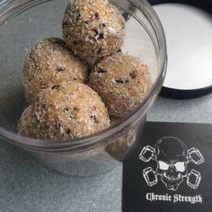 Our delicious protein truffles are a great snack, alone or between meals, to finish off your meal on a sweet note, or to fuel yourself pre-workout. They're pac