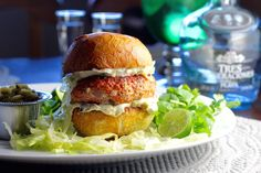 """Margarita"" Salmon Burger with Tequila, Lime, and Hatch Chiles - Taste With The Eyes Burger Recipes, Salmon Recipes, Fish Recipes, Seafood Recipes, Mexican Food Recipes, Ethnic Recipes, Turkey Burgers, Salmon Burgers, Salmon Fish Cakes"