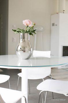Uusi lasi ruokapöydän päällä | Coconut White
