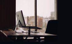 Entenda o que caracteriza o abando de emprego e os fatores que levam à demissão por justa causa e saiba quais são os direitos do trabalhador.