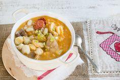 Il Locro è una zuppa argentina e di altri paesi latinoamericani, si realizza con mais, fagioli, patate e carne, ha origini antiche e un sapore intenso.