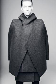 Rad by Rad Hourani Ready To Wear Fall Winter 2014 Paris Live Fashion, Fashion Art, Runway Fashion, Fashion Show, Fashion Design, Rad Hourani, Structured Fashion, Minimal Fashion, Unisex Fashion
