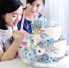 Artista cria bolos incríveis que parecem terrários Korean Buttercream Flower, Buttercream Flowers, Buttercream Cake, Frosting, Bolo Floral, 11th Birthday, Cake Creations, Creative Cakes, Cupcake Cakes