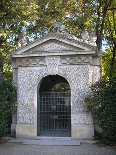 Schonbrunnský park - Pekná studňa/Schoner Brunnen/, najstaršia studňa zámku.Podľa tejto studne dostal zámok názov
