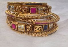 Indian bangles in gold and precious stones. Shop for your wedding jewellery with… Indian Wedding Jewelry, Bridal Jewelry, Gold Bangles Design, Jewelry Design, Or Antique, Antique Jewelry, India Jewelry, Gold Jewellery, Bangle Bracelets