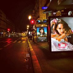 Paris by Night  #Paris #IgersParis #MissDior #Dior #NataliePortman #LaetitiaMilot #LaVengeanceAuxYeuxClairs #ParisByNight #IleDeFrance #Abribus #France #Perfume #Advertising #Affiche #Opéra #JCDecaux #Decaux #Street #Beautiful #Colors #City #September2016