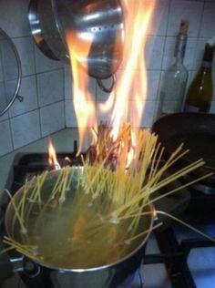 O desastre que muita gente consegue fazer ao tentar cozinhar.