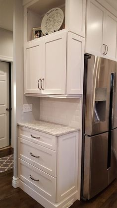 Corner Cabinet, Built in Refrigerator White Kitchen Design With Granite Countertops Source by henryplumbing The post White Kitchen Design With Granite Countertops appeared first on England Gardens. Kitchen Pantry Cabinets, Kitchen Redo, Kitchen And Bath, New Kitchen, Kitchen Storage, Corner Cabinet Kitchen, Corner Cabinets, Kitchen With Corner Pantry, Corner Kitchen Layout