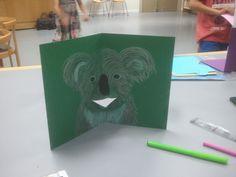"""Koala en el taller """"Un zoo de pop-up"""" en la Biblioteca de Soria a cargo de la ilustradora Ana Pez."""