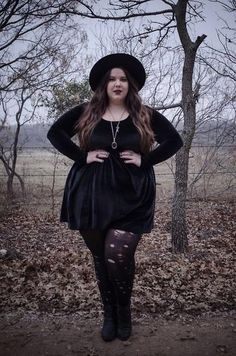 Grunge Style Outfit Ideas for Perfect Grunge Look Fat Fashion, Witch Fashion, Big Girl Fashion, Grunge Fashion, Gothic Fashion, Curvy Fashion, Plus Size Fashion, Autumn Fashion, Fashion Outfits