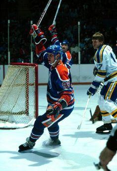 50 goals in 39 games. Ice Hockey Players, Nhl Players, Hockey Teams, Hockey World, Wayne Gretzky, Edmonton Oilers, Vancouver Canucks, Toronto Maple Leafs, Athletic Men