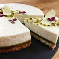 Triple heart attack cheesecake a la Fru Østergaard - Lækker kaloriebombe Köstliche Desserts, Delicious Desserts, Dessert Recipes, Diy Dessert, Cake Pricing, Chocolate Meringue, Pastel, Sweet Cakes, Cheesecake Recipes