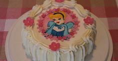 Hei!   Tänään pieni Venla juhlii 4-vuotissynttäreitään. Toiveena oli prinsessaa, vaaleanpunaista ja vaaleankeltaista. Kuvissa ei kauhean hy... Desserts, Food, Deserts, Dessert, Meals, Yemek, Postres, Eten