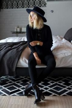 Moda: #Total #Black a mai più: ecco come rendere WOW un look monocromatico idee e ispirazioni! (link: http://ift.tt/2hCZXr4 )