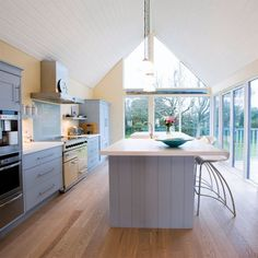 Vaulted-roof kitchen extension
